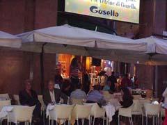 写真 オープンカフェの様子 September 2002 撮影