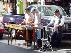 写真 街中の演奏 Junuary 2003 撮影