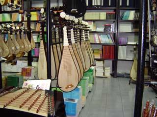 楽器店にて April 2004 撮影
