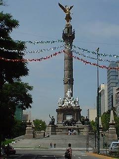 メキシコシティ 独立記念塔 September 2001 撮影