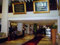 写真 ホテルのロビー April 2005 撮影