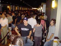 写真 待っている様子 Augustt 2005 撮影