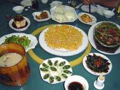 写真 食事の様子 April 2006 撮影